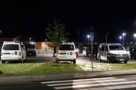 Kaksi poliisia loukkaantui Porvoossa sunnuntaina 25. elokuuta. Poliisi käynnisti ampumisten jälkeen laajan etsintäoperaation.