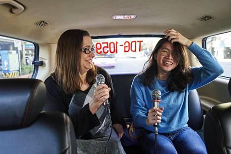 Aasian-kirjeenvaihtaja kokeili Taiwanin Taipeissa karaoketaksia. Taiwan on saanut pidettyä koronaluvut niin matalina, että monet Euroopassa kielletyt asiat ovat olleet jo pitkään sallittuja.