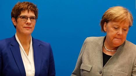 Annegret Kramp-Karrenbauer ja Angela Merkel kaksi viikkoa sitten, kun Kramp-Karrenbauer ilmoitti luopuvansa puolueen puheenjohtajuudesta.