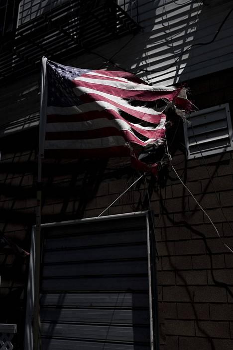 Yhdysvaltain odotetaan tällä viikolla ylittävän sadantuhannen kuolleen rajapyykin.