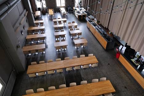 Ravintola Hima & Salin tyhjillään oleva sali Kaapelitehtaalla.