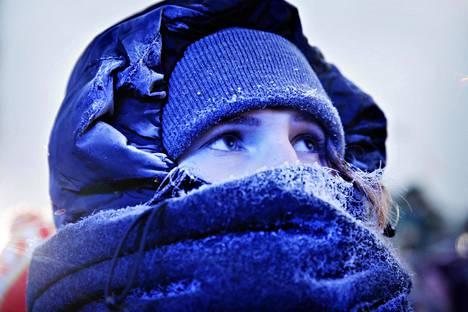 Eveliina Kaurasen kaulaliina huurtui kylmyydestä.