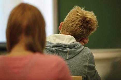 Peruskoulujen uusi valtakunnallinen opetussuunnitelma vaatii, että perusopetus lisää tietoa ja ymmärrystä myös sukupuolen moninaisuudesta.