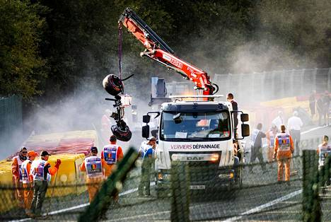 Ecuadorilaisen Juan Manuel Correan auto raivattiin Span radalta osa kerrallaan.