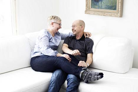 """""""Meidät on luotu toisillemme, kun kudokset sopivat"""", Johanna Kulku vitsailee Erkki Kulkulle, joka sai toisen puolisonsa munuaisista."""