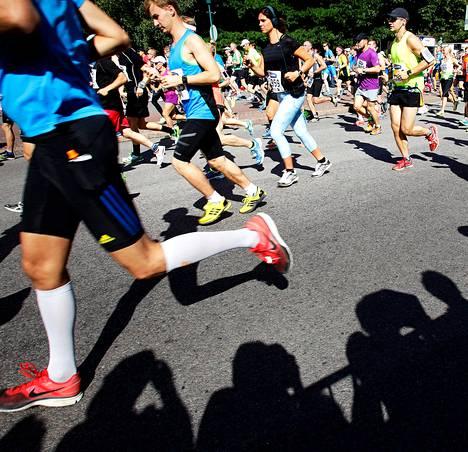 """Viime vuonna Helsinki City Marathonin maaliin asti juoksi 3<span class=""""nbsp"""">&nbsp;</span>865 juoksijaa."""