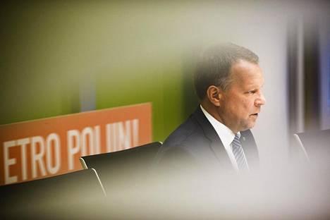 Espoon kaupunginjohtaja Jukka Mäkelä (kok) esittelee torstaina kaupunginvaltuustolle budjettiesityksen.