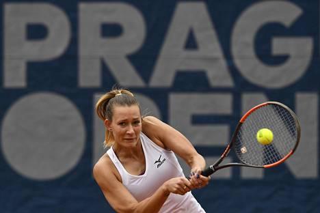 Jana Sizikovan toisen erän kaksi kaksoisvirhettä ja erän aikana nähty epäilyttävä vedonlyöntikäyttäytyminen käynnistivät tutkimukset ottelumanipulaatiosta Ranskan avoimessa tennisturnauksessa. Kuvassa Sizikova toukokuussa 2019 Prahan avoimissa.