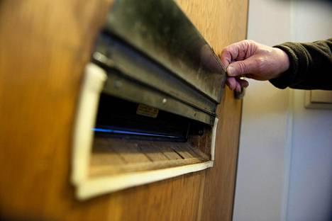 """""""Huumevalistaja"""" jakoi kannabista postiluukkujen kautta Töölössä."""