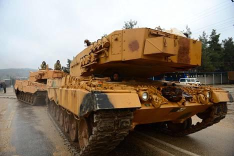 Turkin armeijan joukot olivat liikkeellä lähellä Syyrian rajaa Hassassa Hatayn alueella Turkissa tiistaina.
