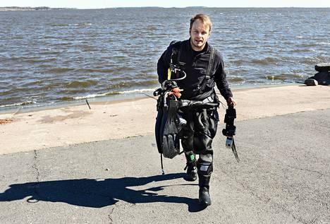 Jarno Ikonen on työskennellyt palomiehen ja ensihoitajan töiden lisäksi pelastussukeltajana kahden vuoden ajan.