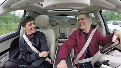 Maria Veitola matkustaa Cheekin kanssa Lahteen.