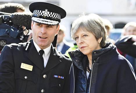 Britannian pääministeri Theresa May vieraili torstaina Salisburyssa, jossa Sergei ja Julija Skripal myrkytettiin viime viikolla.