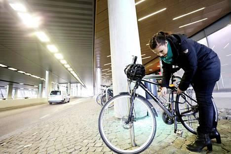Ilmaston- muutos vaikuttaa Suomessa eniten talviin. Helsingissä ei ole juuri tarvinnut pyöräillä lumisateessa.
