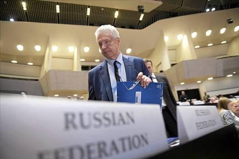 Venäjän edustaja Nikolai Kovaljev saapui Euroopan turvallisuus- ja yhteistyöjärjestön pysyvän komitean kokoukseen Finlandia-talossa Helsingissä 5. heinäkuuta 2015.
