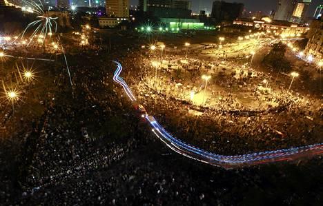 Mielenosoittajat ovat kokoontuneet kolmatta iltaa Tahrir-aukiolle Kairossa.