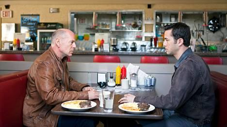 Vanha Joe (Bruce Willis) ja nuori Joe (Joseph Gordon-Levitt) tapaavat.