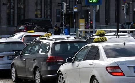 Osassa takseista on kamerat, jotka tallentavat asiakkaiden puhetta.
