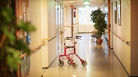 Vanhustenhoidon valvonnan resurssit ovat edelleen rajalliset muihin Pohjoismaihin verrattuna.
