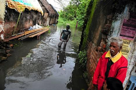 Viime viikolla sadat kylät Chennain liepeillä joutuivat tulvavesien alle.