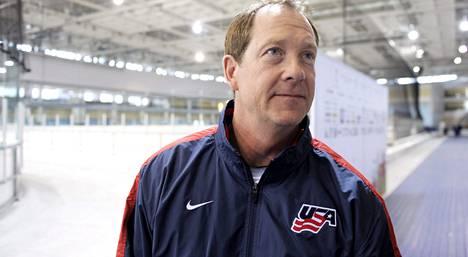 Phil Housley toimii USA:n apuvalmentajana Valko-Venäjän MM-kisoissa.