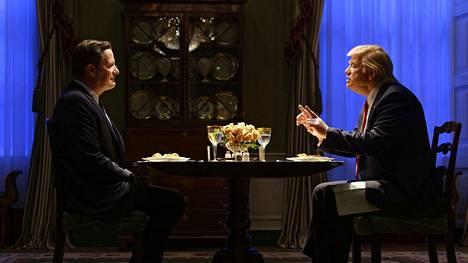 Jeff Daniels esittää sankarimaista James Comeya, ja Brendan Gleeson on laskelmoiva Donald Trump.
