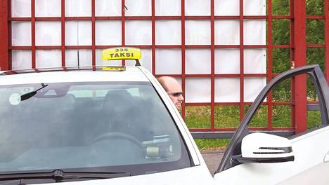 Mika Ruuskan mukaan taksikuskilta vaaditaan kykyä tulla toimeen kaikkien kanssa.
