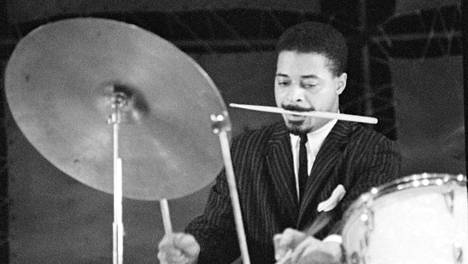 Jimmy Cobb lavalla 1960-luvun alussa.