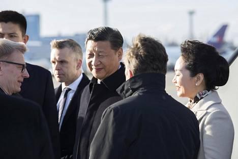 Kiinan presidentti Xi Jinping saapui puolisonsa Peng Liyuanin tiistai-iltana valtiovierailulle Suomeen.