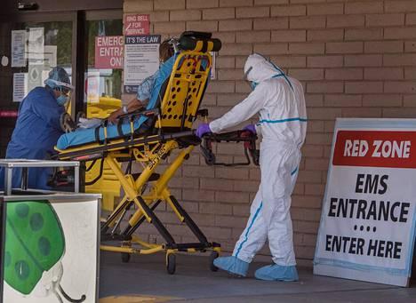 Koronaviruspotilasta vietiin sairaalaan Yhdysvaltain Arizonassa toukokuun lopussa.