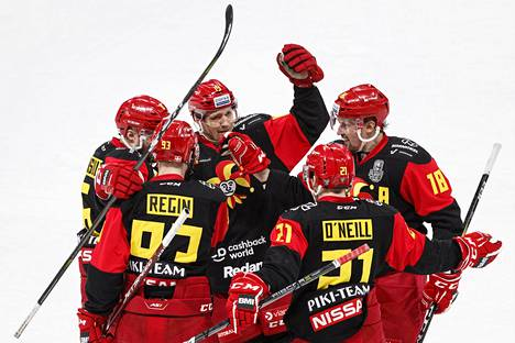 Jokerit juhli Sami Lepistön 3–0-maalia KHL:n viime kauden ottelussa Jokerit–Lokomotiv Jaroslavl Helsingissä 3. maaliskuuta 2020.