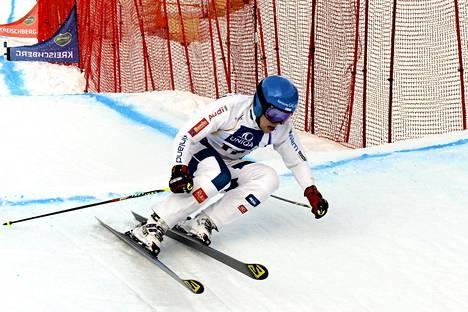 Suomen Jouni Pellinen freestylehiihdon MM-kilpailujen ski crossin karsinnassa Itävallan Kreischbergissä 24. tammikuuta 2015.