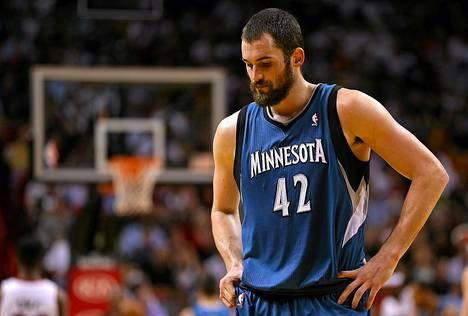 Minnesotan Kevin Love on pitkään sivussa NBA-peleistä.