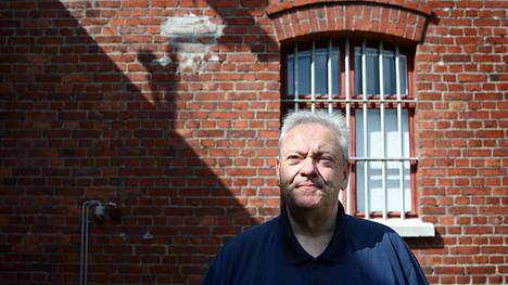 Sörnäisten vankilan kirjastovastaava Matti Merivirta on kirjoittanut kirjan Sörkan muurin varjossa. Vankilassa näkyy Merivirran mukaan myös ilmiö, jossa eri laitteet valtaavat vapaa-aikaa enemmän.