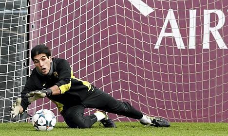 Jose Manuel Pinto hoitaa torjuntatyöt Barcelonan maalilla loppukauden ajan.