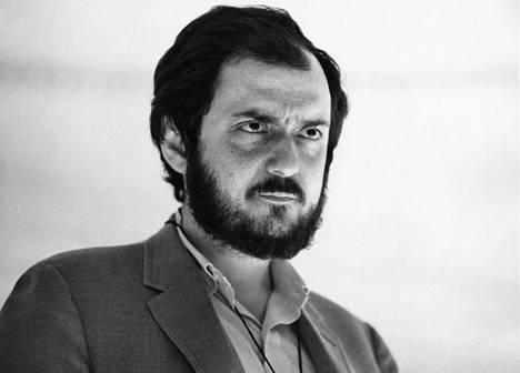 Stanley Kubrick vuonna 1966 klassikkoelokuvansa 2001: Avaruusseikkailun kuvauksissa.