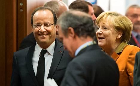 Ranskan presidentti Francois Hollande (vas) ja Saksan liittokansleri Angela Merkel esiintyivät rentoina ennen kokousta. Taustalla kyti ristiriita pankkiunionista.