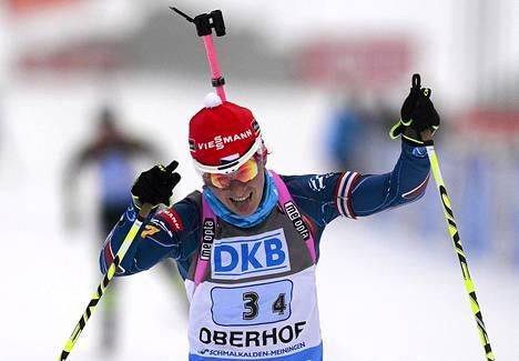 Tsekin Veronika Vitkova juhli naisten ampumahiihtoviestin voittoa Oberhofin maailmancupin kilpailussa.