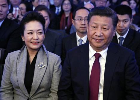 Xi Jinping osallistui tammikuussa vaimonsa Peng Liyuanin kanssa Maailman talousfoorumin kokoukseen sveitsin Davosissa.
