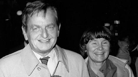 Olof Palme ja hänen vaimonsa Lisbeth Palme vuonna 1985.