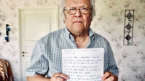 Kari Poutiainen käytti Olof Palme kirjan kirjoittamiseen lukuisia vuosia elämästään. Osa selvitystyötä olivat puhelut silminnäkijöille. Kuvassa muistiinpanot Palmelle tekohengitystä antaneen Stefan Glantzin kanssa käydystä puhelusta.