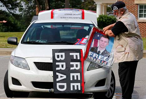 Ken Howland osallistui Bradley Manningia tukeneeseen mielenosoitukseen Marylandissa maanantaina.