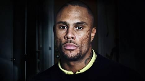 Rap-muusikko Alex Ceesay nousi tähdeksi gangsta rapin avulla, mutta pitää nyt sen luomaa maailmankuvaa vaarallisena.