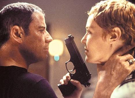 John Travolta huumepoliisin etsivänä ja Connie Nielsen kapteenina elokuvassa Basic.