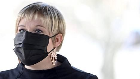 Tiede- ja kulttuuriministeri Annika Saarikko saapui hallituksen puoliväliriihen toisen päivän neuvotteluihin Säätytalolla Helsingissä.