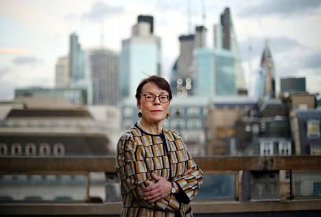 Lontoon Cityn johtajistoon kuuluva Catherine McGuinness uskoo, että finanssimarkkinat jatkavat ainakin aluksi kuten ennenkin, vaikka brexit tulisi äkkierolla. Cityssä kuitenkin ennakoidaan, että EU-eropäivän jälkeen finanssialalta lähtee 5000 työpaikkaa.