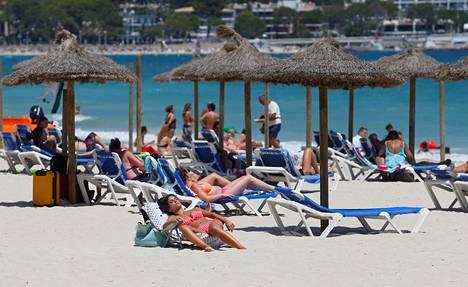 Magaluf ja muut Baleaarien saarien turistialueet tokenevat hiljalleen koronavirusrajoituksista. Vielä rannoilla on varsin rauhallista.