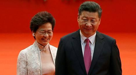 Hongkongin hallintojohtaja Carrie Lam tapasi Kiinan presidentin Xi Jinpingin 1. heinäkuuta, jolloin tuli kuluneeksi tasan 20 vuotta siitä, kun Britannia luovutti Hongkongin takaisin Kiinan hallintaan.