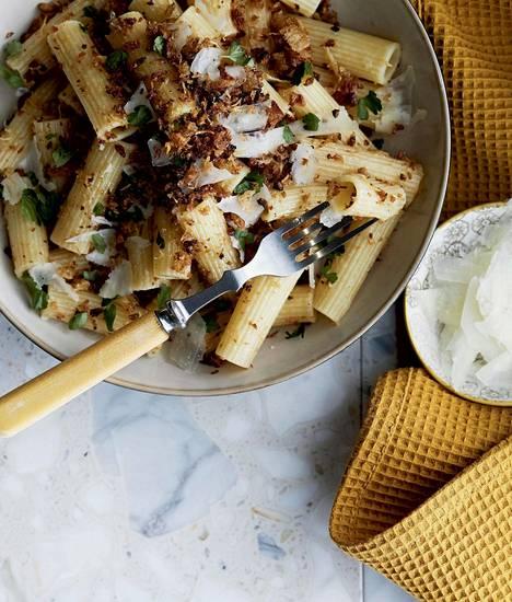 Valitse piparjuuripastaan voimakkaan makuinen juusto, kuten parmesaani.