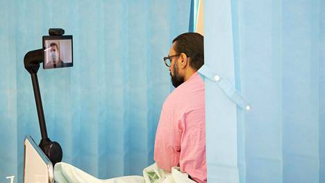 Sähkömoottoroidun rungon lisäksi robotti koostuu tabletista ja kaiutinpuhelimesta. Hoitajat ja lääkärit ohjaavat robottia toisen tabletin avulla osaston kansliasta.